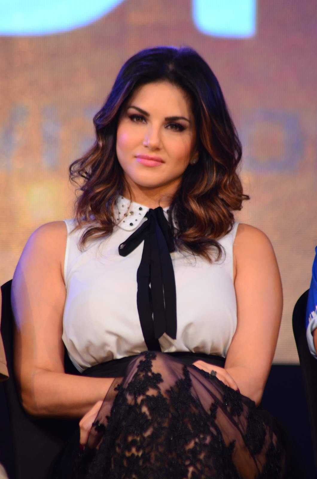 sunny leone to be seen in box cricket league