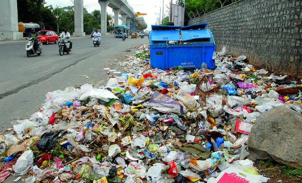 Trash disposal: Hotels dispose garbage on roads