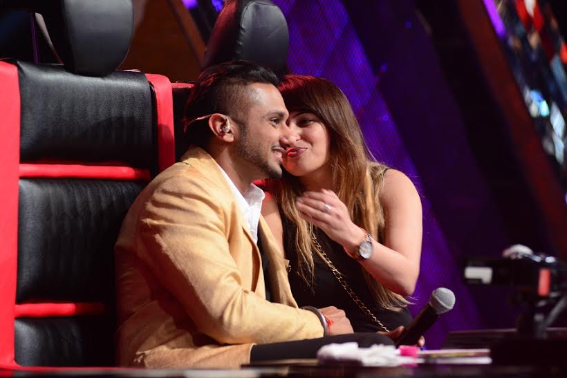 work pressure gets on to honey singh his wife calms him down on the