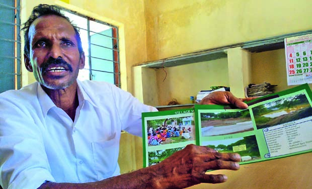 Farmer Ragupathy Adhikesavan of Nugumbal village explains the benefit of watershed management.