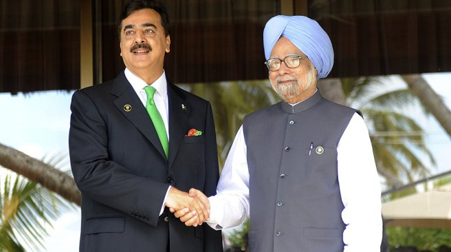 Indian Prime Minister Manmohan Singh (R) shakes hands with Pakistani Prime Minister Yusuf Raza Gilani during the 17th SAARC Summit in Addu on November 10, 2011. PHOTO/ AFP
