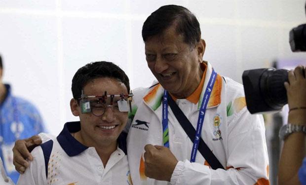 Jitu Rai (left) with his coach Mohinder Lal at the Asian Games (Photo: AP)