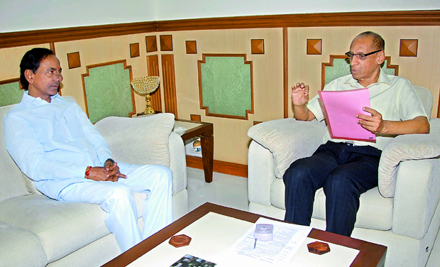 TRS president K. Chandrasekhar Rao discusses with Governor E.S.L. Narasimhan at Raj Bhavan (Photo: DC)