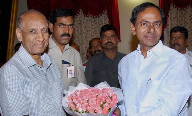 K.Chandrasekhar Rao, President, TRS meets E.S.L. Narasimhan, Governor of AP at Raj Bhavan in Hyderabad (Photo:PTI)