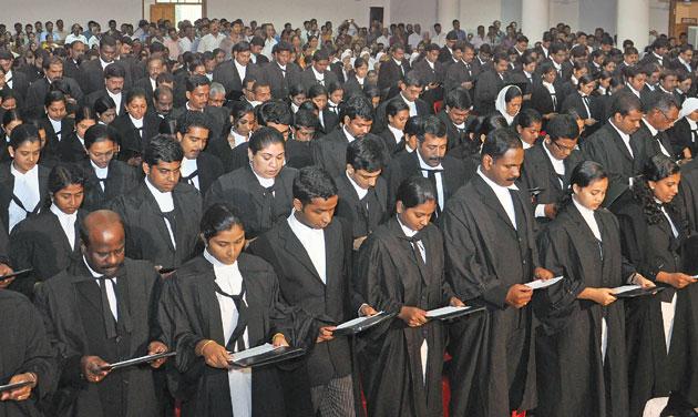 Kerala lawyers taking oath. (Photo: DC)