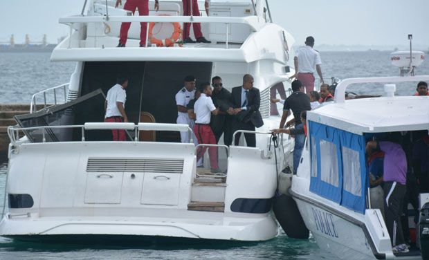 File photo of injured people being evacuated after the blast on the Maldives President Yameen Abdul Gayoom speedboat in Male, Maldives Monday, Sept. 28, 2015 (Photo: AP)