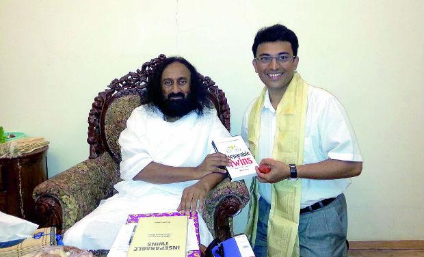 Naveen Lakkur with Sri Sri Ravi Shankar.