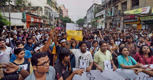 Students take part in a rally against the alleged molestation of Jadavpur University female student in Kolkata (Photo: PTI)
