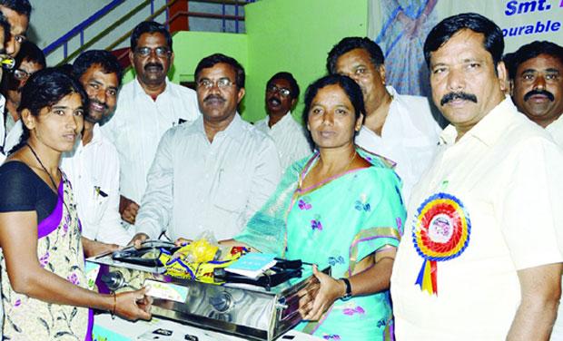 Civil supplies minister Paritala Sunitha distributes BPL gas connections at Atmakur mandal in Kurnool district on Sunday under the Deepam scheme(Photo: DECCAN CHRONICLE)