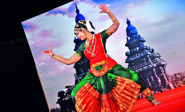 Padma Lakshmi Suresh performs for thousands of local and foreign rasikas near shore temple at the month long Mahabalipuram dance festival.