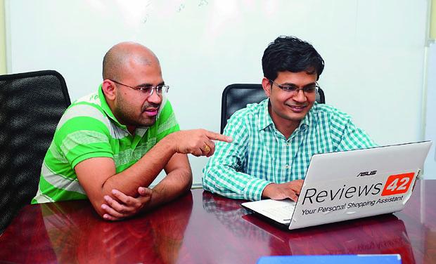 Founders of Reviews42.com, Surjendu Kuila (Left) and Neeraj Jain (Photo: DC)