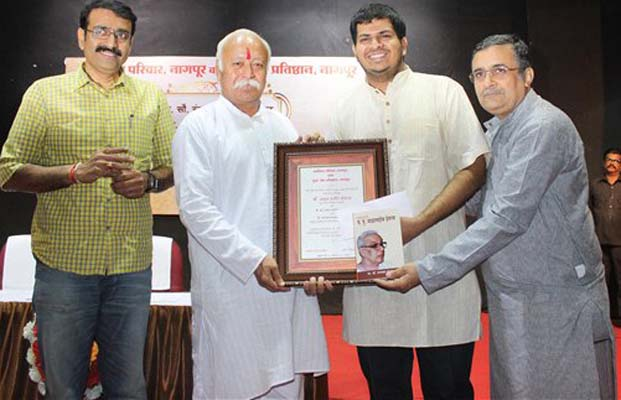 RSS Chief Mohan Bhagwat presents Smriti award to young metrology scientist Akshay Deoras in Nagpur. (Photo: PTI)