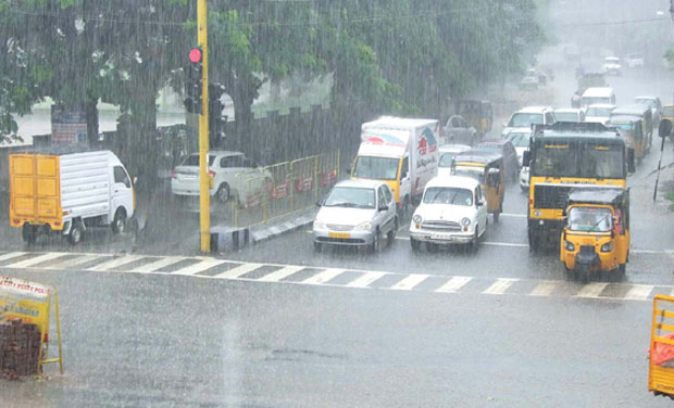 Traffic at a standstill during heavy rain in Salem on Sunday (Photo:DC)
