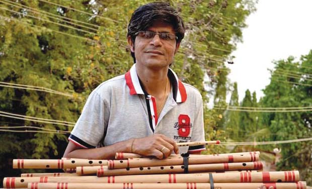 Ramesh Bakale has supplied flutes to people in 120 countries. Renowned musicians such as Praveen Godkhindi and A.R. Rehman are his customers