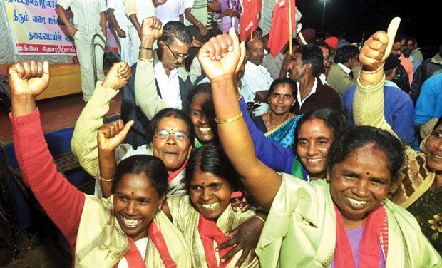 Plantation workers at Munnar celebrate end of the strike. (Photo: DC)