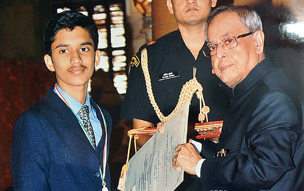 Arjun receiving an award from President Pranab Mukherjee for his exceptional achievement. (Photo: DC)