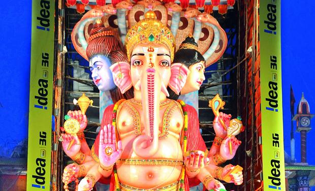 Tallest ganesha idol in visakhapatnam creats records sri kailasa vishwaroopa mahaganapati the 60 foot tall idol being installed at khairatabad altavistaventures Images