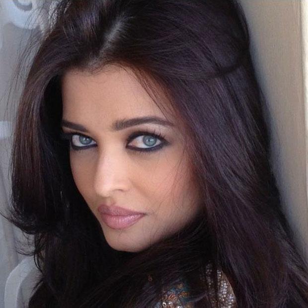 Check Out Aishwarya Rai S Mesmerizing Green Eyed Look In