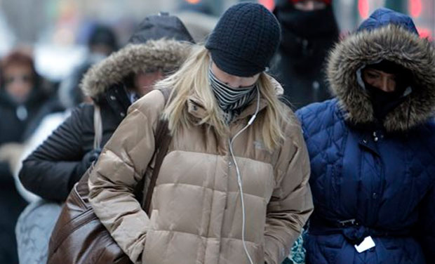 In this Jan. 28, 2014, file photo, morning commuters bundle up in Chicago. (Photo: AP/File)