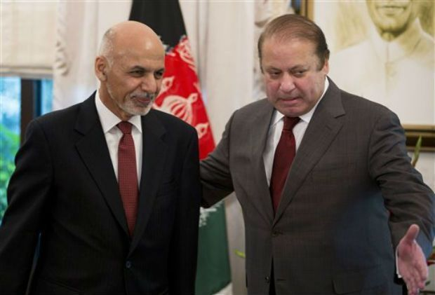 Pakistan's Prime Minister Nawaz Sharif, right, invites visiting Afghan President Ashraf Ghani for talks in of his latters visit. (Photo: AP)