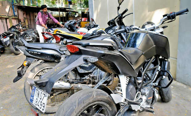 Chennai Dubbed An Expensive Pastime Or Activity That Provides Adrenaline Rush The Motorcycle Riders Who Indulge In Illegal Street Racing Grant