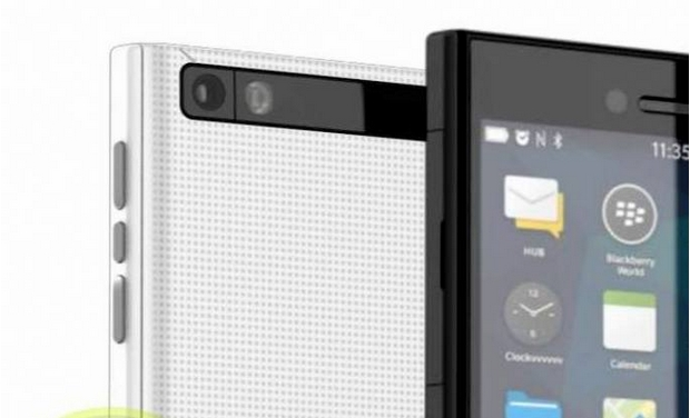 Leaked images of BlackBerry Z20 in the open