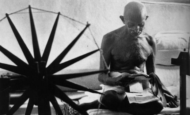 Learn charkha spinning like Mahatma Gandhi at Delhi University!