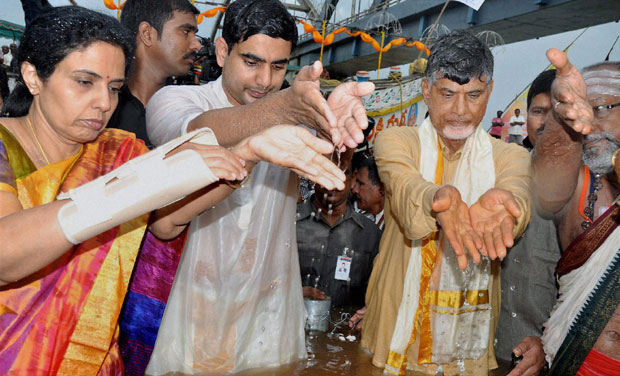 chandrababu-four-years-expenses-rs-6-000-crs-ys-ja
