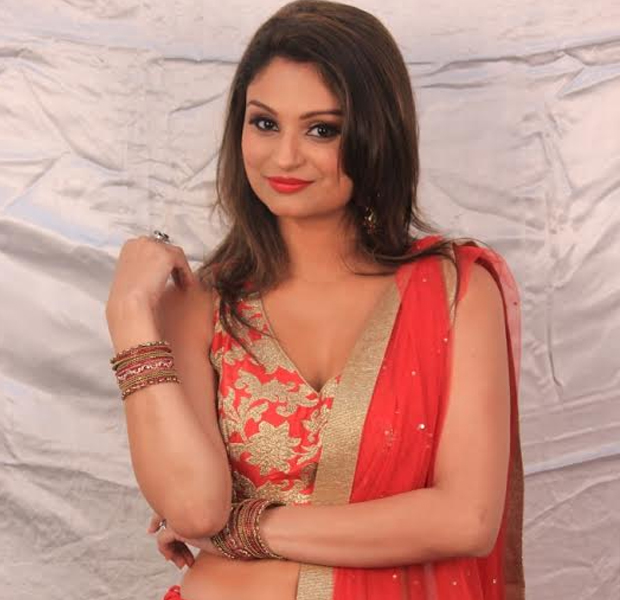 bigg boss 8 rahul mahajan's estranged wife dimpy to enter