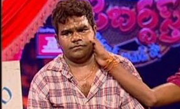 Actor Venu who was attacked by members of the Goud community at Film Nagar area in Hyderabad (Photo: Video grab)
