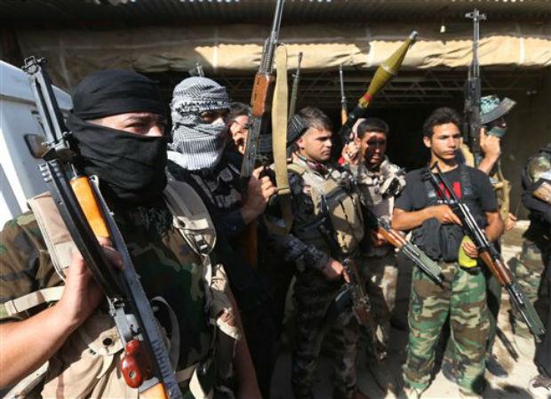 Iraqi Shiite Turkmen gunmen gather as they prepare to patrol around the village of Taza Khormato in the northern oil rich province of Kirkuk, on Iraq. (Photo: AP)