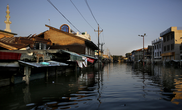 An inundated neighbourhood in Srinagar in Jammu and Kashmir (Photo: AP)