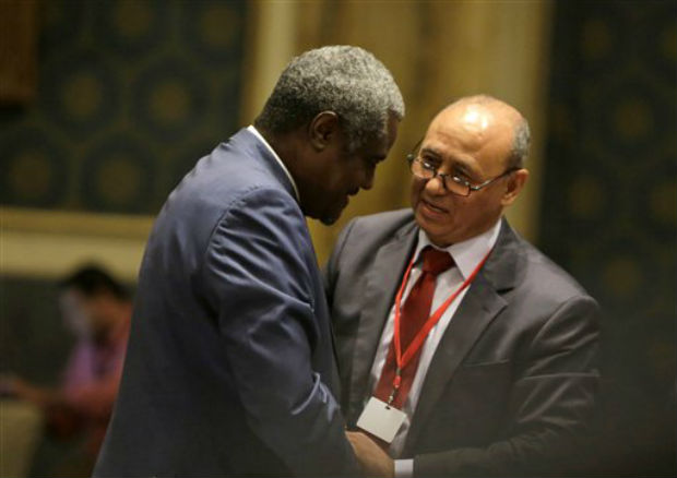 Libyan Foreign Minister Mohamed Abdelaziz, right, greets his Chadian counterpart Moussa Faki during the opening session of a gathering of foreign ministers of Libya's neighbors in Cairo, Egypt, Monday. (Photo: AP)