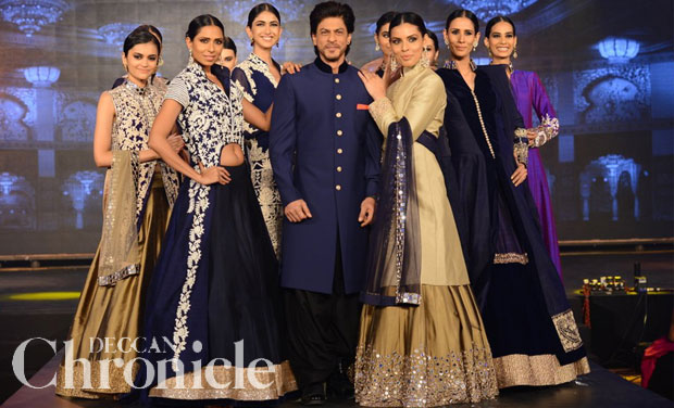 Manish Malhotra dresses up the Shah Rukh and the \'Happy New Year\' gang