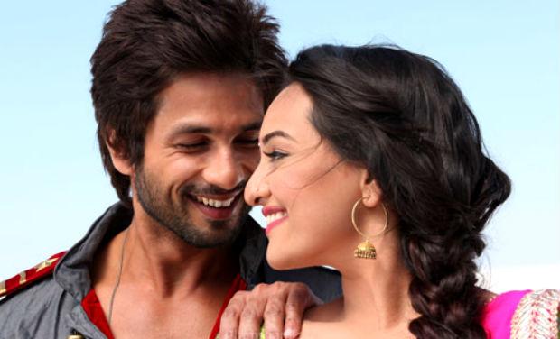 Movie Stills Sonakshi Sinha And Shahid Kapoors Rrajkumar