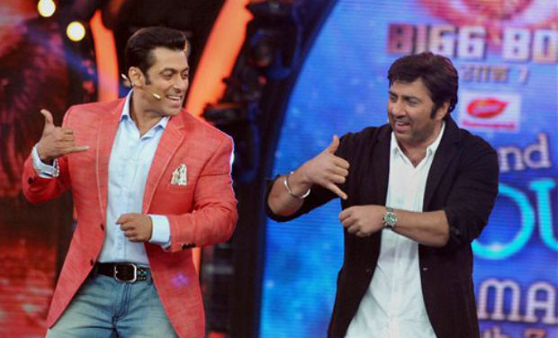 Sunny Deol on the sets of 'Bigg Boss 7' with Salman Khan
