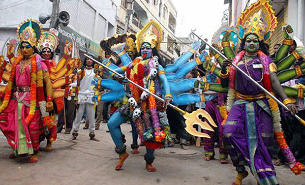 Bonalu is an important Hindu festival dedicated to Goddess Shakti and is held in the Hindu calendar month of Ashadham every year. The festival is celebrated to ward off evil and usher in peace and harmony. Devotees at Bonalu Mahajan Rangam