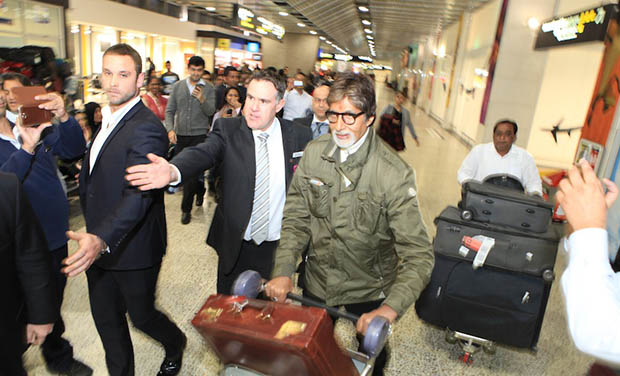 Amitabh created quite a flutter at the airport. He was happily greeting all his fans. The festival will start with the premiere of film 'Sholay 3D'.