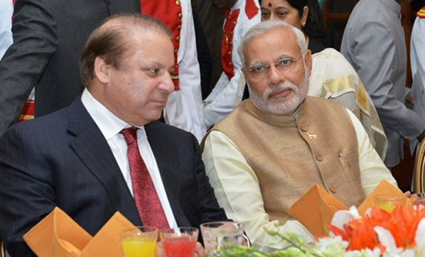 Prime Minister Narendra Modi with his Pakistani counterpart Nawaz Sharif during refreshments and dinner after the swearing-in-ceremony at Rashtrapati Bhavan in New Delhi on Monday. (Photo: PTI)