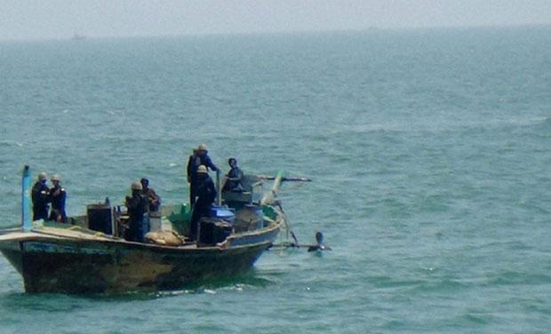 ભારતીય જળસીમામાં ઘુસેલી પાકિસ્તાનની બોટને ઓખા કોસ્ટ ગાર્ડે ઝડપી પાડી, બોટમાં સવાર 9 શખ્સોની ધરપકડ
