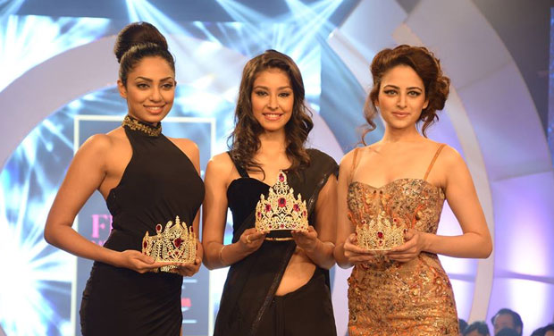 Miss India World 2013 Navneet Kaur Dhillon (centre), Miss India Earth 2013 Sobhita Dhulipala (left) and Miss India 2013 2nd runner-up Zoya Afroz (right) unveil the Miss India 2014 crowns. The Miss India Crown has been inspired by the waves of the