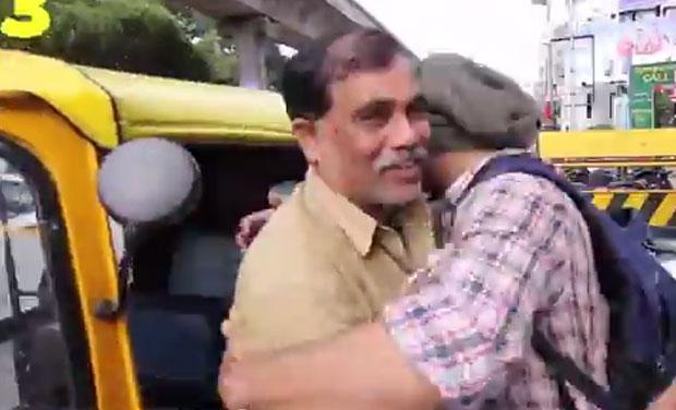 Bangalore boy hugging 100 auto wallas in a single day. (Photo: YouTube)