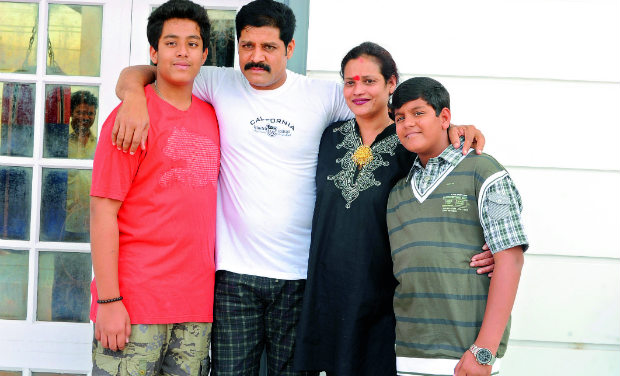 Docs bungled sriharis case wife happier times srihari and shanti with their sons shashank and megamsh thecheapjerseys Image collections