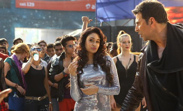 Akshay Kumar and Yuvika Chaudhary in 'The Shaukeens'