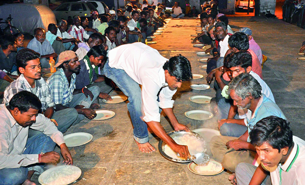 Food donation drive at Dabeerpura bridge by Azhar Maqsusi on Wednesday. (Photo: DC)