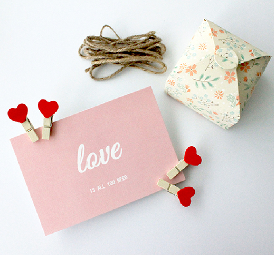 Wooden Clips Set All You Need is Love2-02.jpg