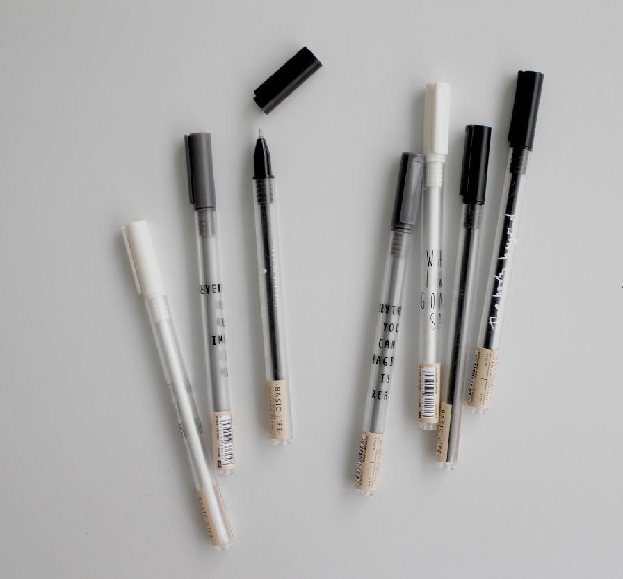 Pen of Black White Grey-02.jpg