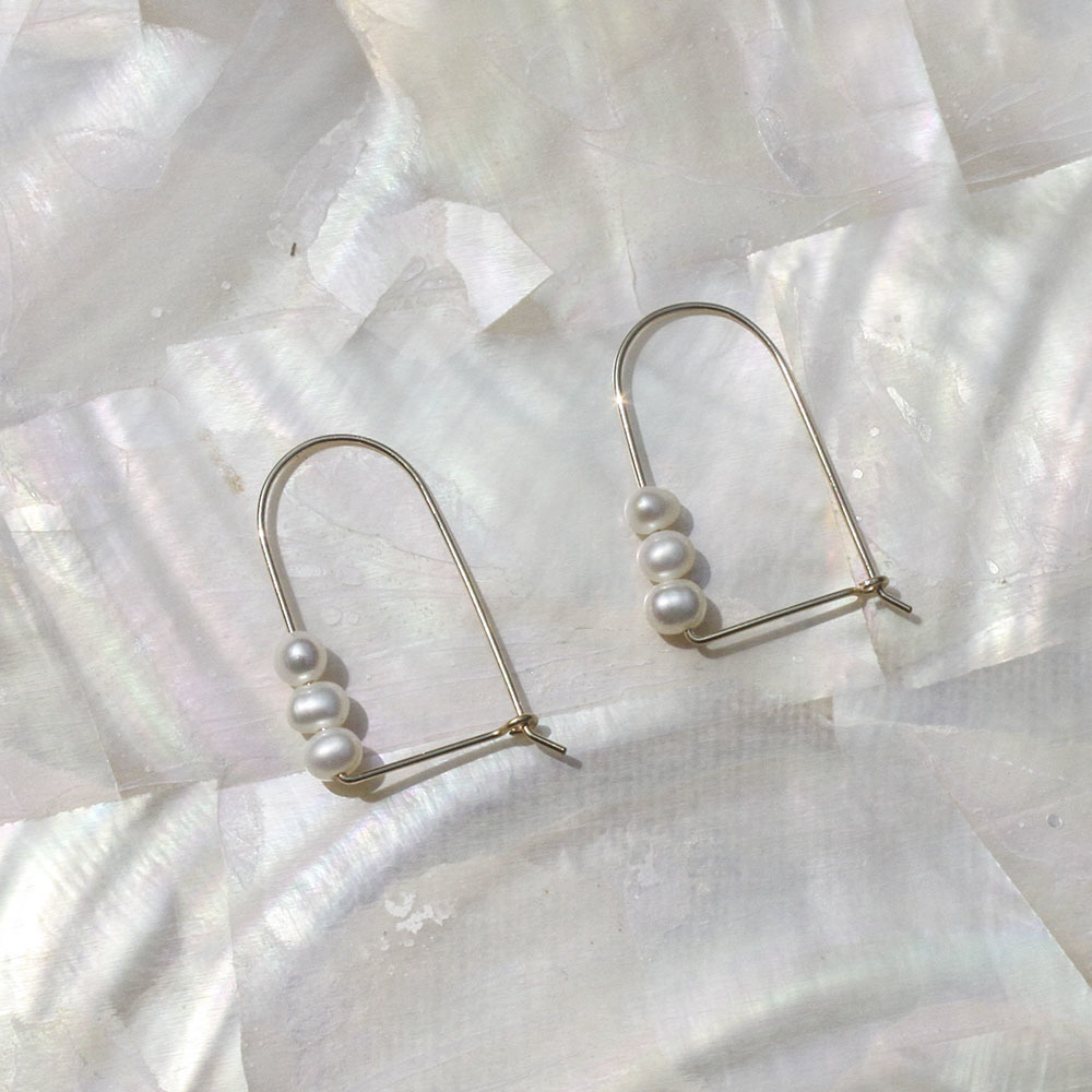 14kgf_mussel_pearl_arch_earrings.jpg