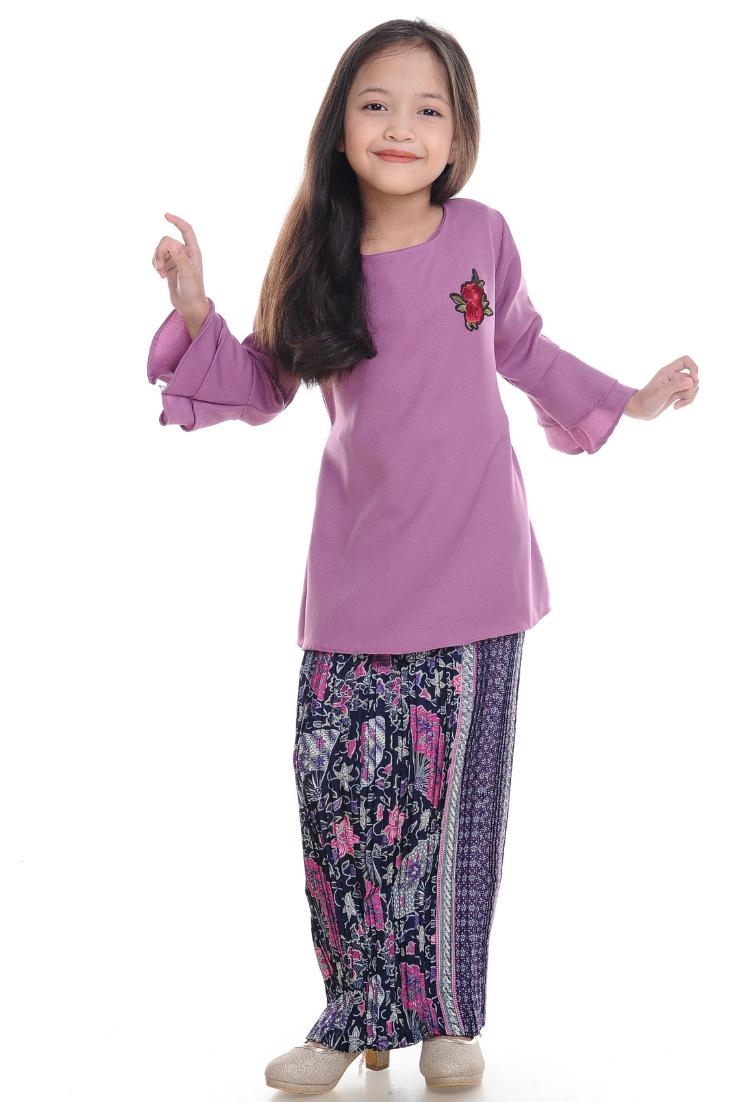 Hijaju Kurung Batik Naura (1).png
