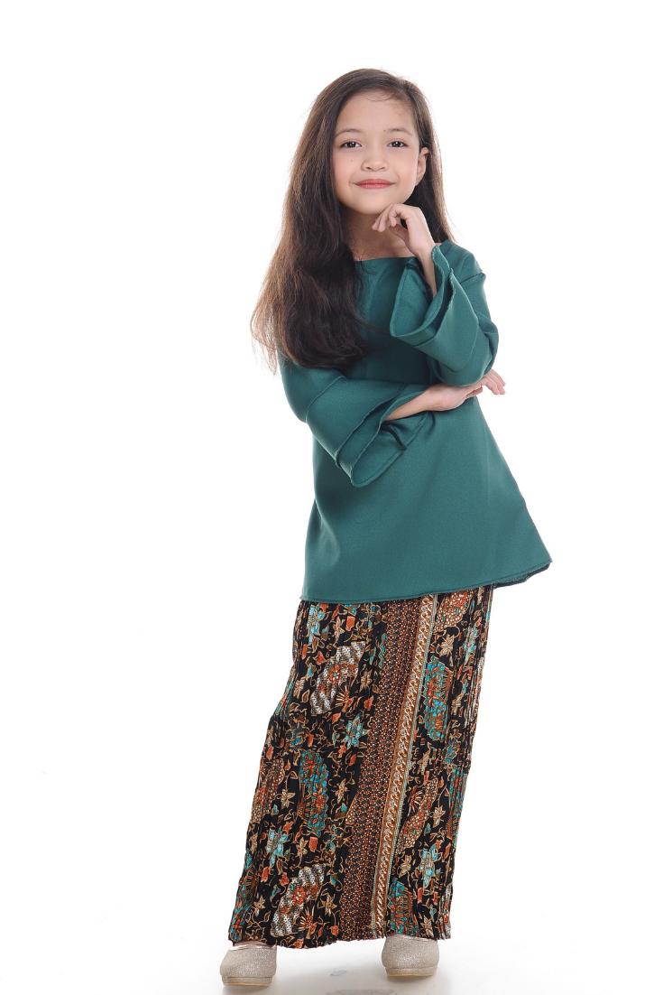 Hijaju Kurung Batik Naura (5).png